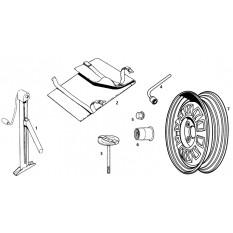 Road Wheels & Tools - MGB GT V8 (1973-76)